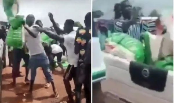 Did Ghanaian youth reject free bags of rice donated by politicians as claimed in viral video?